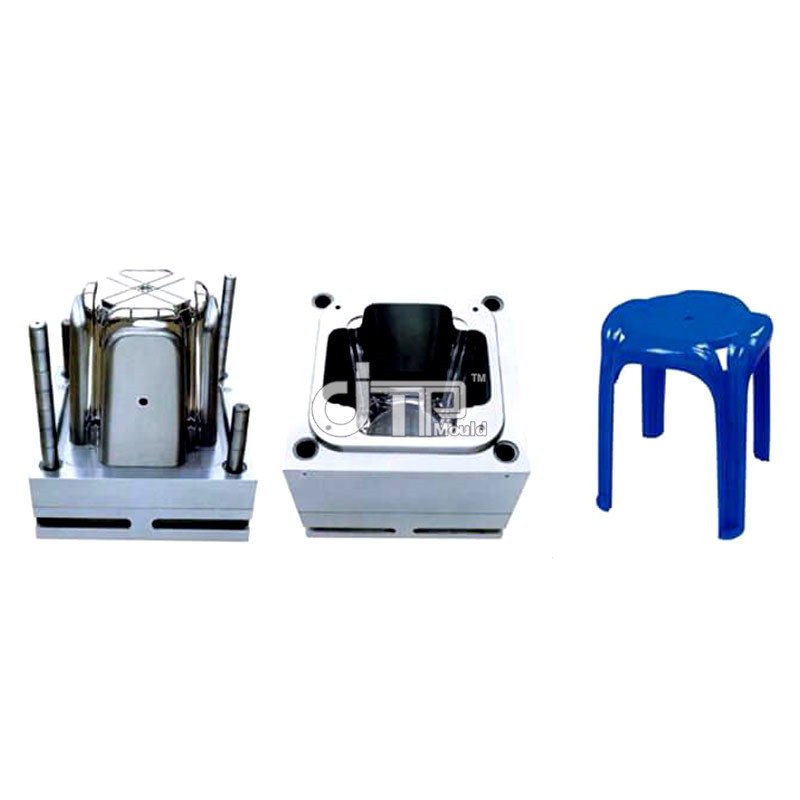 What is the composition and structure of plastic injection molds